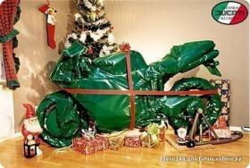 мотоцикл под елкой